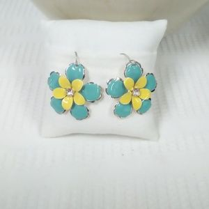 Jewelry - NWT Floral Earrings